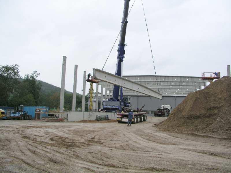 Lohmüller Lörrach betonbindermontage an einem hallenneubau in wehr schwarzwald