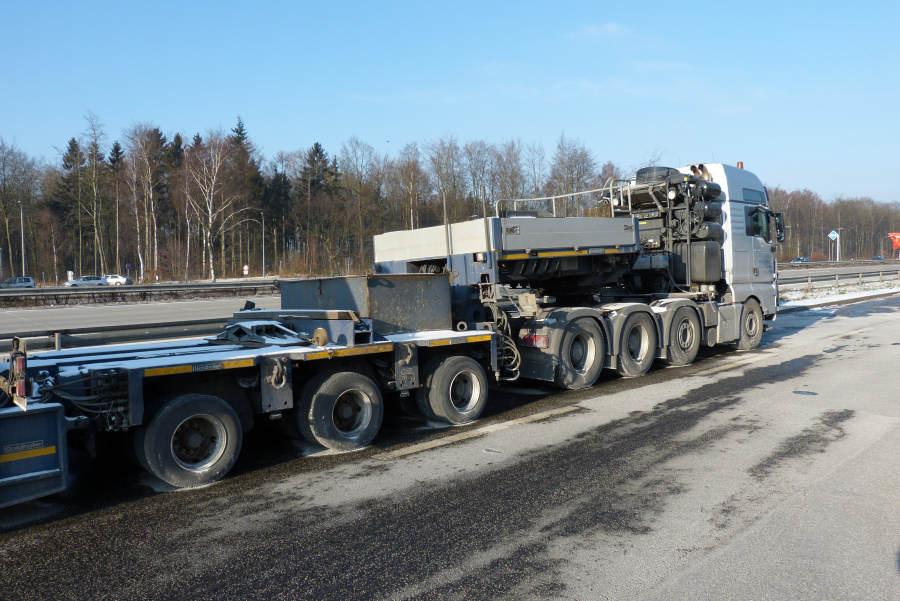 Maxikraft MAN 41.680 TGX mit Enercon E-101 Gondeltransport ...